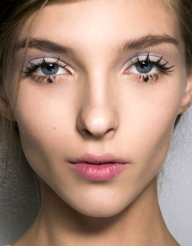 10 MASCARA MOVES TO MASTER