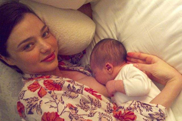 miranda-kerr-breast-feeding-210095210
