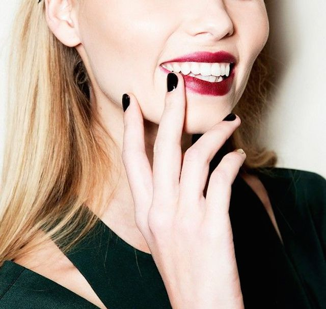 FRIDAY FAVES:<BR> 5 MANICURE IDEAS WE&#8217;RE LOVING