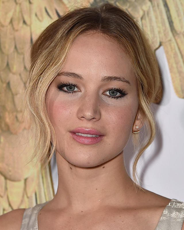 jennifer-lawrence-hunger-games-mockingjay-premiere-haircrush