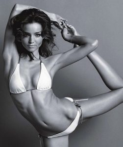 how-to-do:<br> MIRANDA KERR&#8217;S FAVOURITE YOGA MOVES