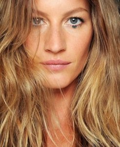 copy-cat her hair:<br> GISELE BUNDCHEN&#8217;S PERFECT WAVES