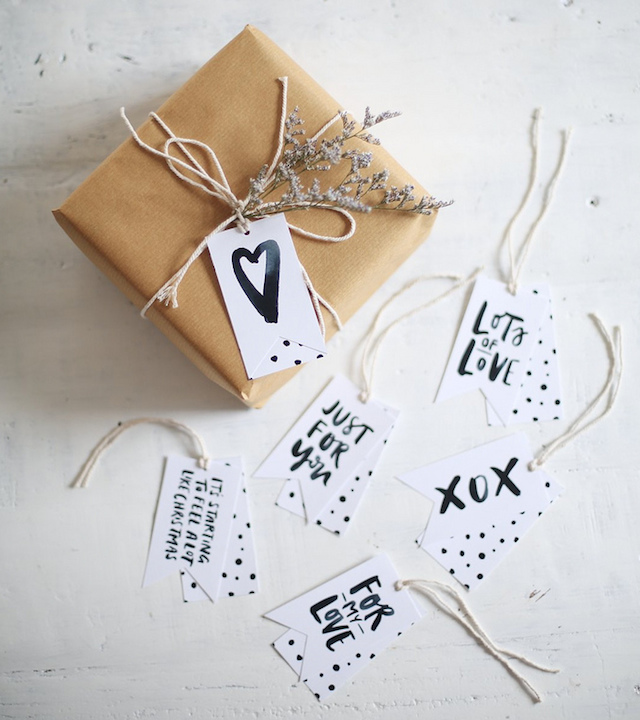 PRINTABLE GIFT TAGS (THEY'RE FREE!) 1