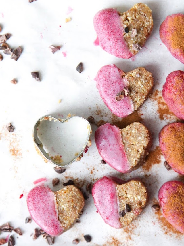 sunday diy: GINGER COOKIES with PINK FROSTING - bellaMUMMA