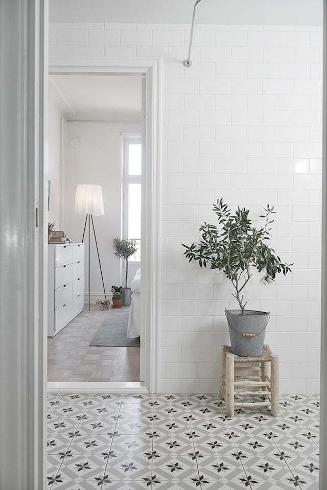 tiles-grey-white