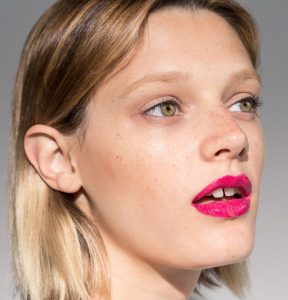beauty insider:<br> HOW TO WEAR BRIGHT LIPSTICK