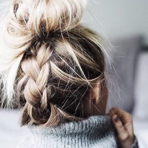 how-to DO THE MESSY BALLERINA BUN